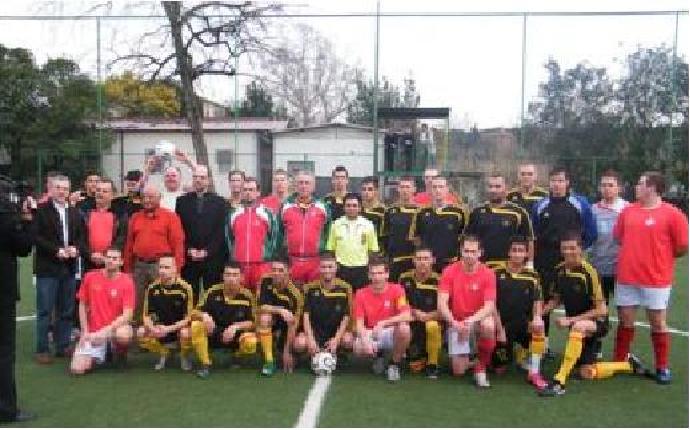 Ungarns Roma und das Team der Schweizergarde (Foto: Mezei István und Magyar Máltai Szeretetszolgálat)