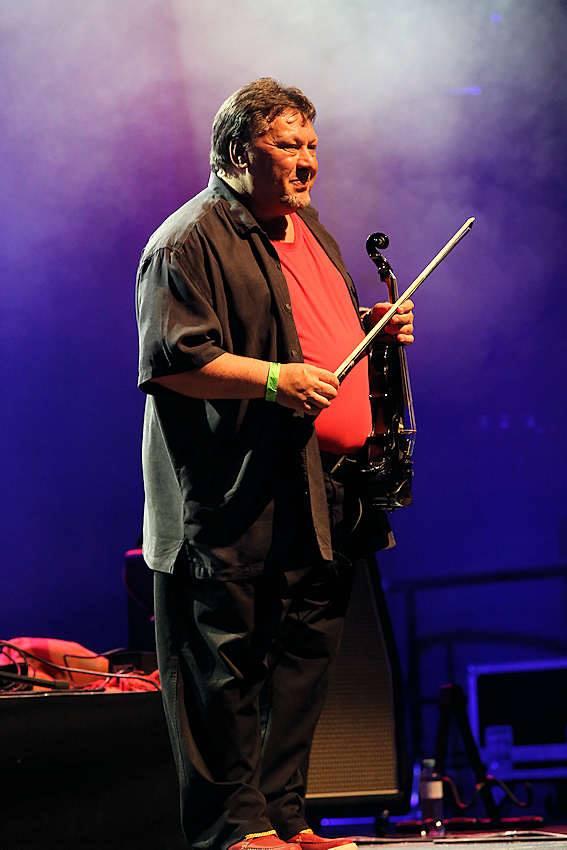 Zipflo Weinrich bei einem Konzert in Wien (März 2014), (Foto: www.zipfloweinrich.com)