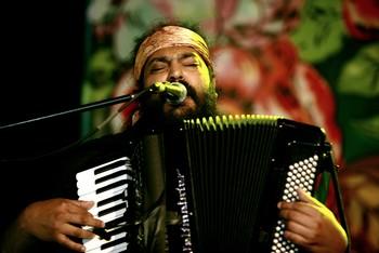 Festivalauftakt in Prag: Mario Bihari (Foto: Khamoro)