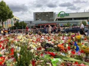 Trauer in München - der Tatort eine Woche nach dem Blutbad (Foto: Flickr)