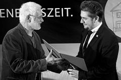 Samuel Mago bei der Preisvergabe in der Wiener Messehalle (Foto: WSNA/dROMa)