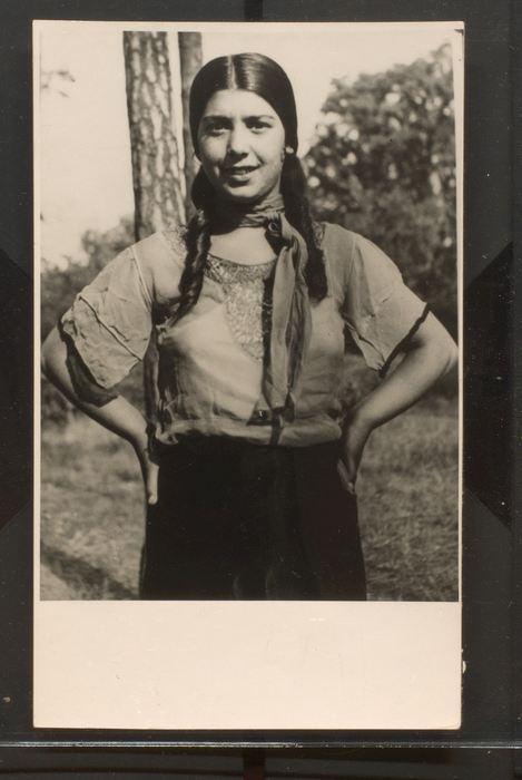 Unku (Erna Lauenburger) wurde in Auschwitz ermordet. Ein biografischer Kinderroman aus dem Jahr 1931, der in der DDR neu aufgelegt wurde, machte sie berühmt. Hanns Weltzel hat sie als Jugendliche porträtiert. (Bild: University of Liverpool Library)