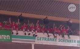 Antiziganismus im Fußballstadion: Cottbus-Fans 2018 (Foto: Screenshot, Jüdisches Forum)