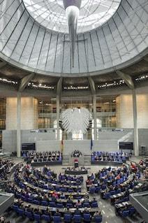 Deutschland bekennt sich zum Schutz der Sinti und Roma: Plenarsitzung im Bundestag (Foto: Bndestag)