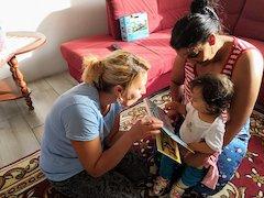 Slowakische Romnija geben frühkindliche Förderung in ihren Siedlungen: The Omama Project (Foto: cestavon)