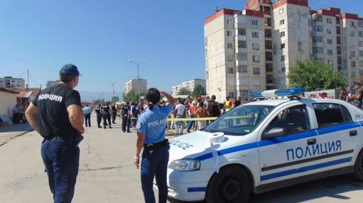 Immer wieder Generalverdacht: Die bulgarische Polizei riegelte im Frühjahr ganze Roma-Viertel ab - obwohl damals keinerlei COVID-19-Fälle bekannt waren [Foto: Screenshot, TV Kanal 3 via Euractiv],