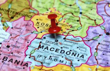 Skopje: Roma aus marginalisierten Siedlungen bleiben oft ohne ausreichende medizinische Versorgung. Einer Romni in Nordmazedonien kostete der mangelnde Zugang zum Gesundheitssystem das Leben. (Bild: fokus.ba)