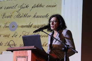 Die Forschungsleiterin Karola Fings 2019 in Bukarest (Foto. Romarchive)